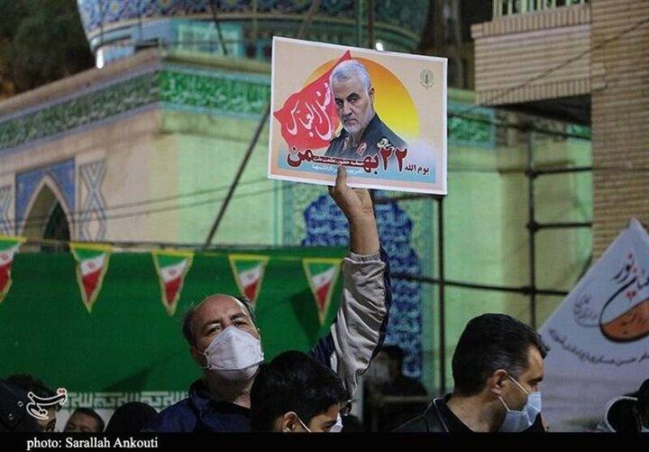 مزار مطهر شهید سلیمانی در شب پیروزی انقلاب اسلامی /گزارش تصویری