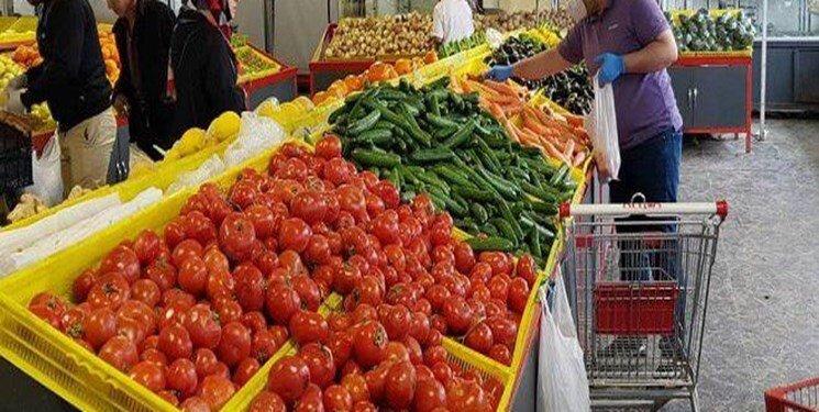 رونق فروش میوههای پلاسیده در مرکز شهر تهران