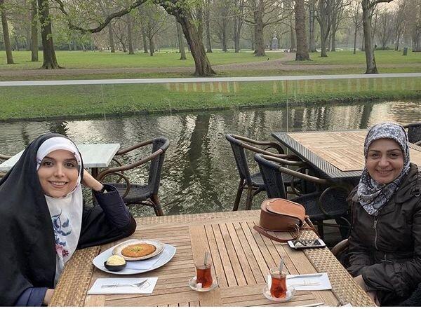 تفریحات مژده لواسانی با دوستش + عکس