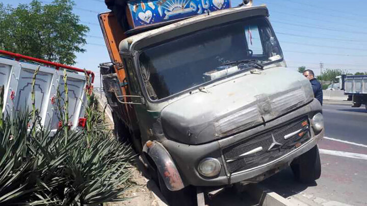 تصادف شدید 2 کامیون در بزرگراه آزادگان + عکس ها
