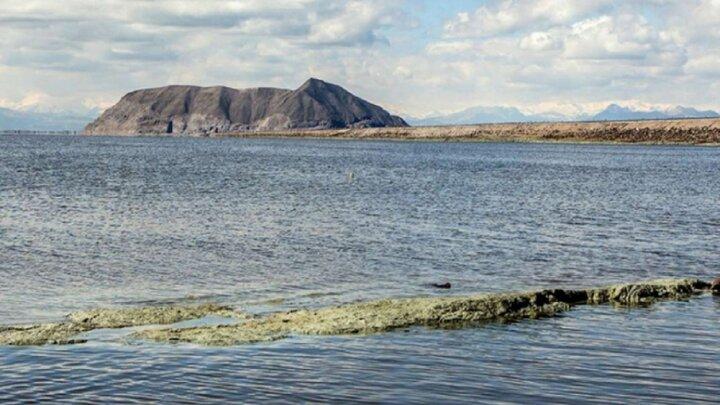 باز هم کاهش آب دریاچه ی ارومیه