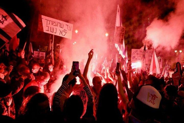 اعتراضات به  نخست وزیر رژیم صهیونیستی، همچنان ادامه دارد