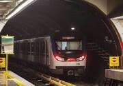 برخورد دختر جوان با قطار مترو