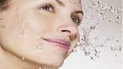 فوائد شستن صورت با آب گازدار