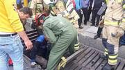سقوط در کانال فاضلاب + عکس ها