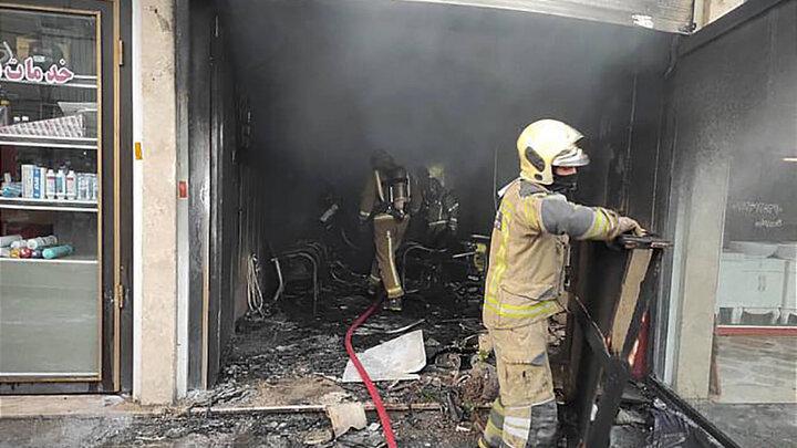 آتش سوزی در بنگاه خرید و فروش خودرو
