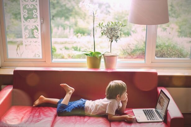 از چه سنی میتوان بچه را در خانه تنها گذاشت؟