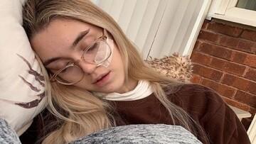 علت خواب 21 ساعته دختر جوان در طول روز چیست؟