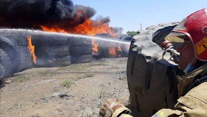 آتش سوزی مهیب در انبار لاستیک در بزرگراه آزادگان/ جزئیات