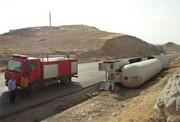 انسداد محور فیروزکوه _ سمنان / واژگونی یک دستگاه تریلر حامل سوخت LPG