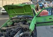 معجزه در زنده ماندن راننده تاکسی / گاردریل ماشین را قیچی کرد + تصاویر