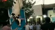 آویزان کردن یک گاو از دم در ستاد انتخاباتی / فیلم