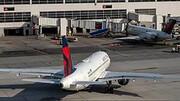 عدم رعایت پروتکل های بهداشتی موجب فرود اضطراری هواپیما شد / درگیری بر سر ماسک