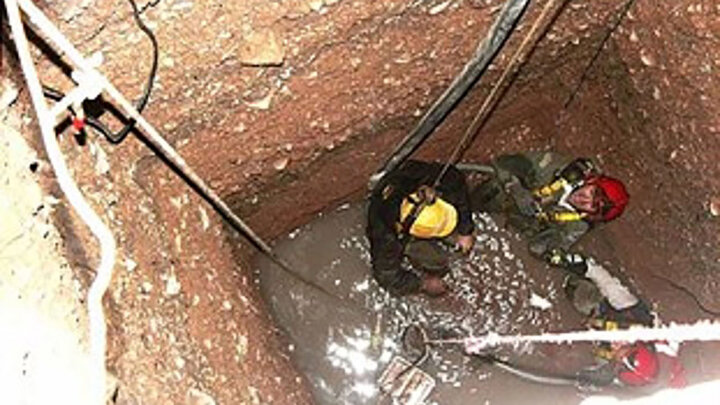 سقوط 3 مقنی در عمق چاه / یک نفر نجات یافت