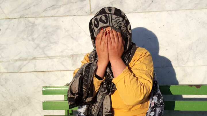 دستگیری سارق حرفه ای در کرمان / شگردهای سرقت از خودرو را از شوهرش آموخته بود !