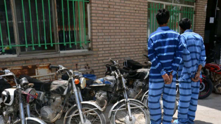 سارقی با 5 فقره سرقت موتور سیکلت در کارنامه اش ! / بازداشت شد