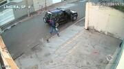 پلیس سره بزنگاه رسید! / سارقان به زانو درآمدند! + فیلم لحظه سرقت