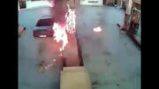مرگ یک جوان براثر حریق ناگهانی پژو در پمپ بنزین / فیلم