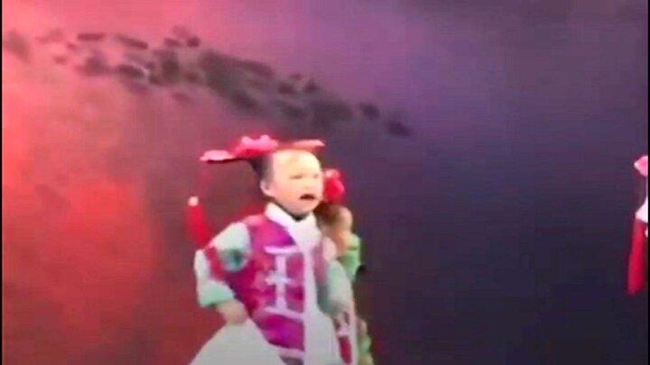 اجبار به رقصیدن !/نوع جدیدی از کودک آزاری + فیلم