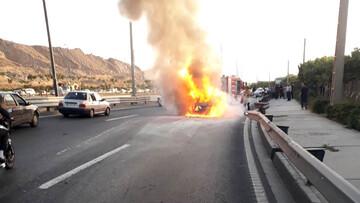 پژو وسط بزرگراه آتش گرفت / در یادگار امام اتفاق افتاد