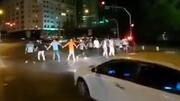 رقص جوانان ایرانی در خیابان های تهران + فیلم
