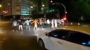 گفتوگو با رقصنده های خیابانی تهران / رقصیدیم تا شادی را به دل مردم بیاوریم + فیلم