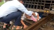 معجزه در نجات پیرمرد از زیر قطار !