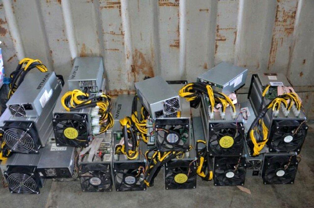 کشف ۳۹۰ دستگاه ارز دیجیتال قاچاق در یک واحد صنعتی بخش جاجرود