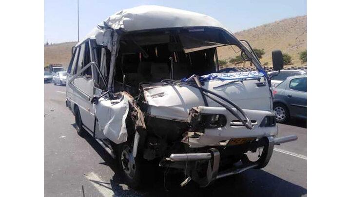 کامیون خودرو ون را ترکاند! / در بزرگراه یاسینی اتفاق افتاد