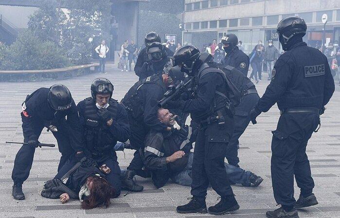 درگیری میان نیروهای پلیس فرانسه با معترضان محدودیتهای کرونایی
