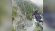 فیلم سقوط وحشتناک دخترجوان با صندلی به دره!