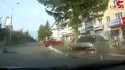 بی احتیاطی راننده زن ،موتورسوار را در آستانه مرگ قرار داد + فیلم