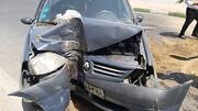 حبس راننده در خودرو براثر برخورد شدید با درخت + عکس