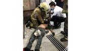 معجزه در زنده ماندن تعمیرکار جوان از سقوط هولناک + عکس
