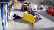موتورسیکلت زن عابر را له کرد!+ فیلم