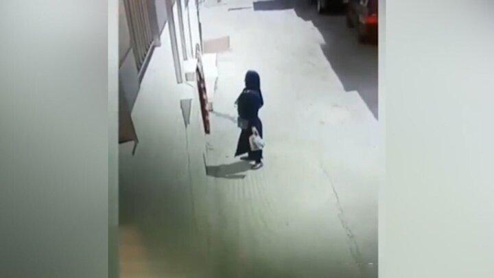 فیلم سرقت عجیب یک زن در خیابان