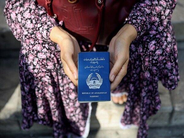تغییرات در افغانستان به گذرنامه و کارت شناسایی رسید