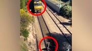 نجات سگ توسط مرد فداکار از روی ریل قطار + فیلم