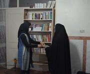 تجهیز کتابخانههای دو خیریه توسط باشگاه هواداران کتاب در پاکدشت