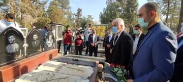 وزیر ورزش با حضور در گلزار شهدا یاد و خاطره شهدای عزیر کشورمان را گرامی داشت