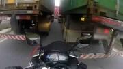 موتورسوار از دست عزرائیل گریخت !+ فیلم