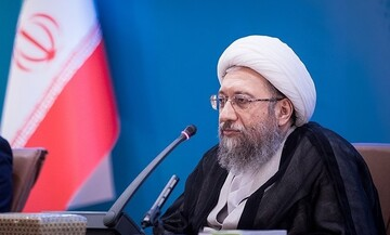 آملی لاریجانی: تصمیمات مجلس و دولت باید کارشناسی باشد