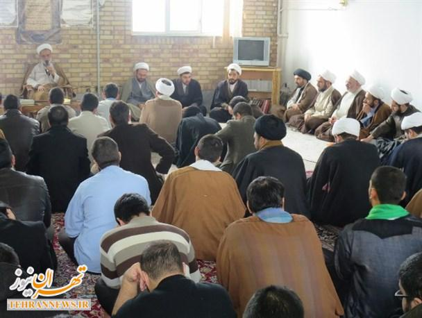 گفتمان دینی با محوریت خبرگان رهبری در حوزه علمیه رباط کریم برگزار شد