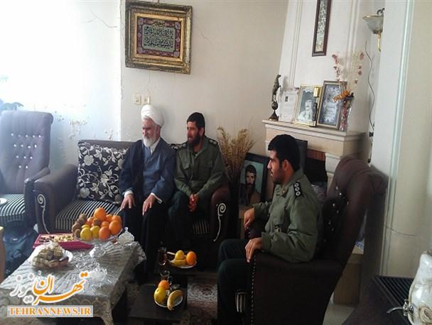 دیدار پرسنل سپاه فیروزکوه با خانواده های اولین شهدای دوران پیروزی انقلاب و دفاع مقدس