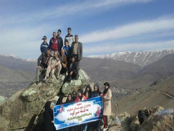صعود ۵۰ نفر از خانوادههای شاهد و ایثارگر دماوند به ارتفاعات قله شیرکوه