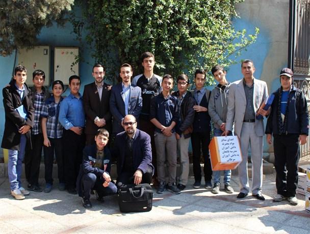 اهدای هزینه مواد محترقه دانش آموزان مدرسه فاتحان شهریار به کودکان سرطانی