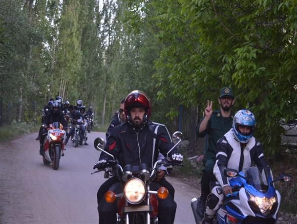 رژه موتورسواران در فیروزکوه برگزار شد+ تصاویر
