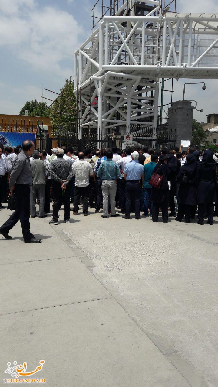 تجمع کارکنان هما مقابل مجلس/ اعتراض کارکنان قرارداد مستقیم هما به پایین بودن دستمزد و مزایا