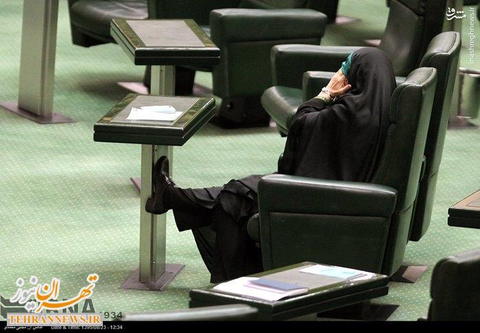 عکس/ ژست ابتکار در مجلس همزمان با آلودگی هوای تهران