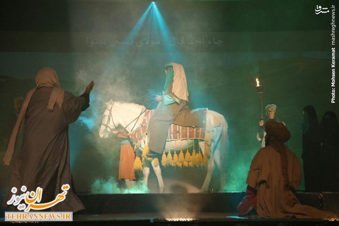 عکس/اجرای نمایش «النجم الثاقب» در پیادهروی اربعین